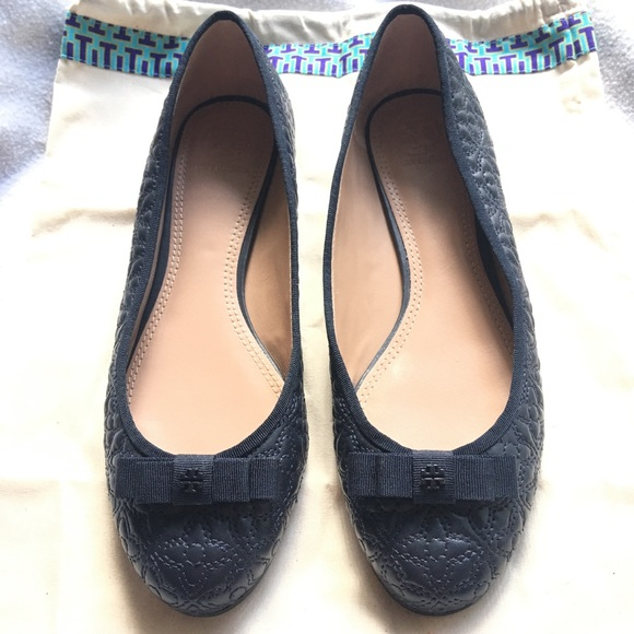 610c517b5102 Tory Burch Bryant Quilted Ballet Flat - Navy. M 5ab8657a85e605e7955f2e85